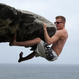 Bouldering Borobstacle cliffhanger